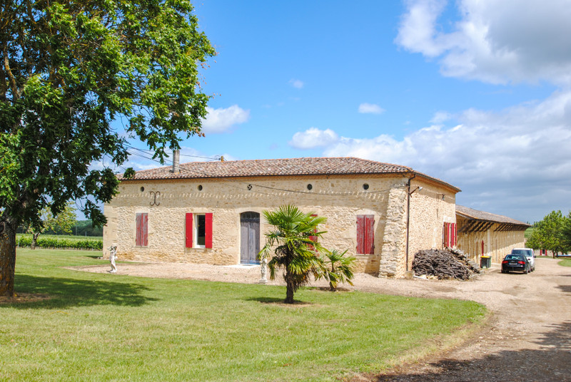 French property for sale in Doulezon, Gironde - €1,627,500 - photo 2