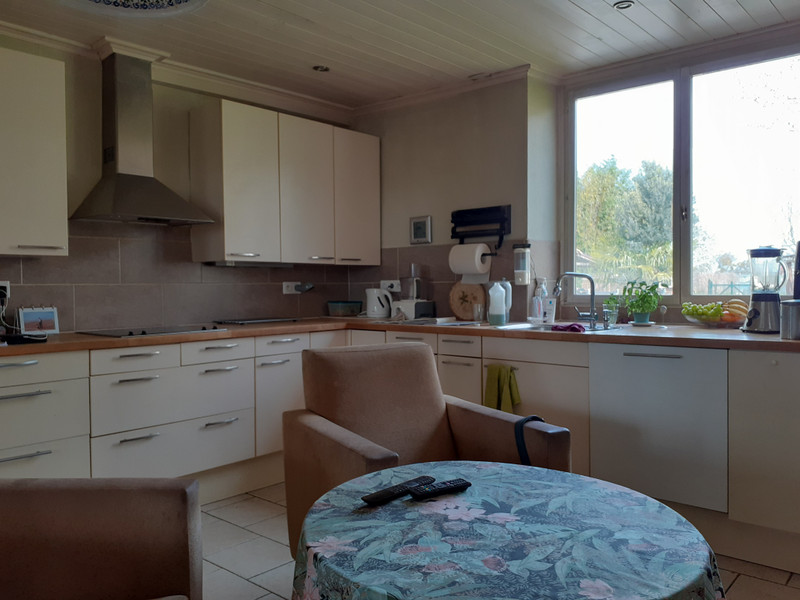 French property for sale in Mérignac, Charente Maritime - €355,100 - photo 5