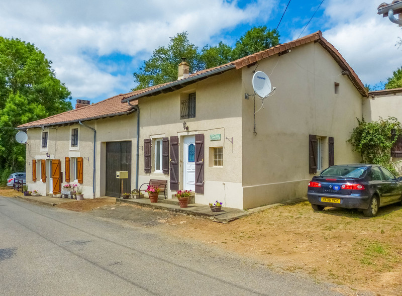 French property for sale in Étagnac, Charente - €199,000 - photo 2