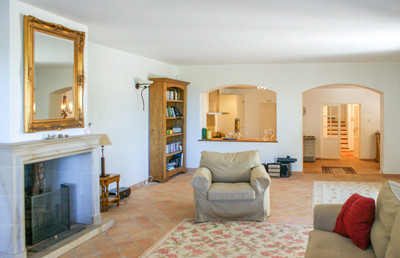 A modern 4/5 villa with swimming pool and wonderful views in Seillans