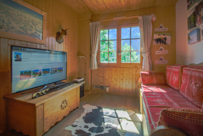 Ski chalet for sale in Les Contamines.  6 bedrooms, all ensuite, with 2 bedroom apartment. Great views