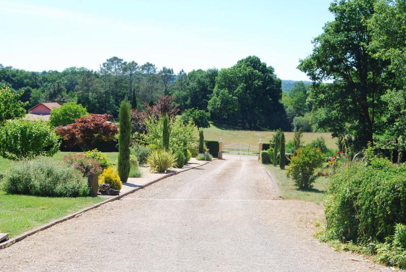 French property for sale in Monsempron-Libos, Lot et Garonne - €399,000 - photo 2
