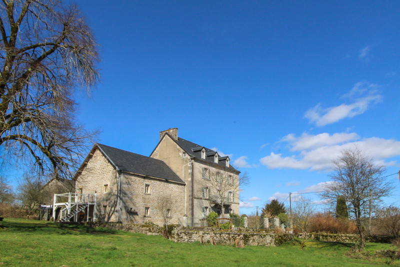 French property for sale in Vidaillat, Creuse - €450,000 - photo 2