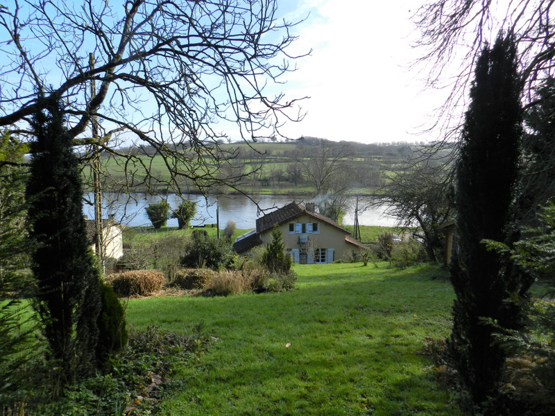 French property for sale in Availles-Limouzine, Vienne - €143,450 - photo 1