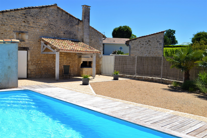 French property for sale in Angoulême, Charente - €336,000 - photo 2
