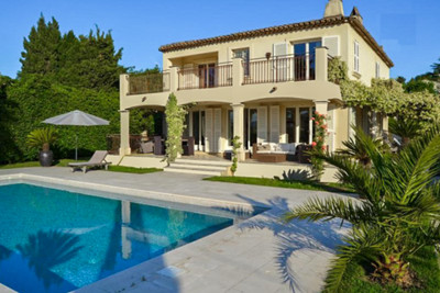 Town House with pool and garden in the centre of St Tropez with sea views