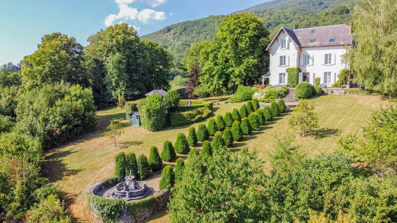 French property for sale in Seyssel, Ain - €999,000 - photo 2
