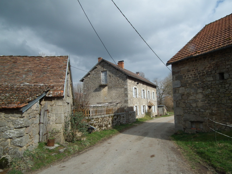 French property for sale in Crocq, Creuse - €99,000 - photo 2