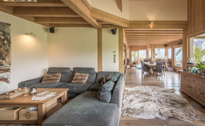 French property for sale in Morzine, Haute-Savoie - €2,100,000 - photo 2