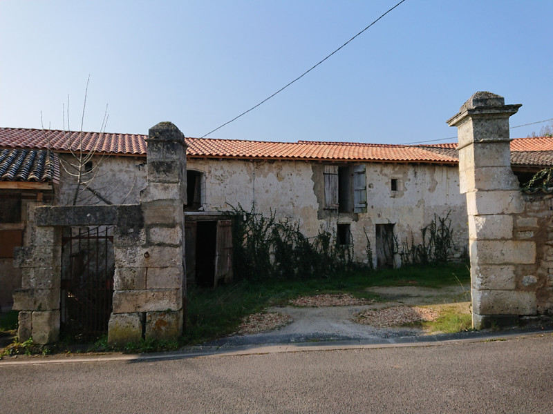 French property for sale in Mornac, Charente - €108,000 - photo 2