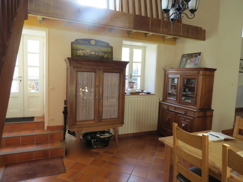 French property for sale in Crazannes, Charente-Maritime - €299,600 - photo 4