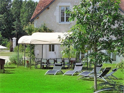 Magnificent property near Blois with its wooden chalet 60m².Good potential for bed and breakfast or gîte and horse accommodation7 rooms, Indoor spa, outdoor swimming pool