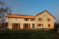 French property, houses and homes for sale inSaint-Genis-de-SaintongeCharente-Maritime Poitou_Charentes