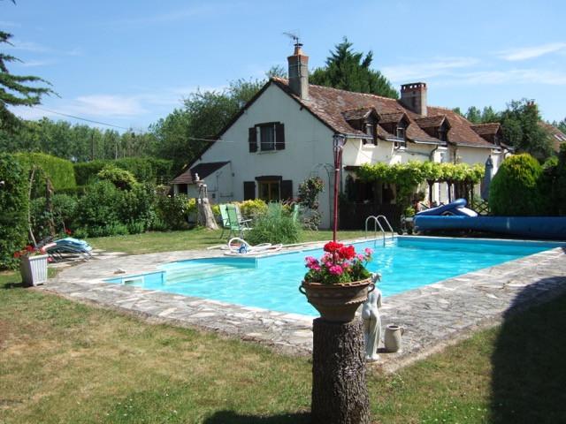 French property for sale in Parçay-les-Pins, Maine-et-Loire - €283,550 - photo 2