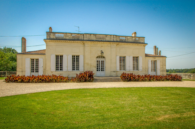 French property for sale in Fours, Gironde - €1,575,000 - photo 2