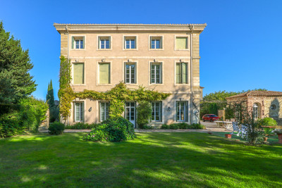 Prestigious entirely renovated property of 485 m² with 11 ensuite bedrooms. Opportunity to renovate extra 500 m² of  annex buildings.