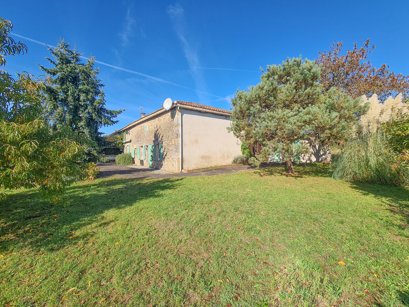 French property for sale in Alloue, Charente - €183,600 - photo 10