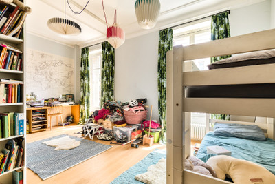 Magnificient family apartment of 151 m² in the heart of the 9th district of Paris on 3rd floor with elevator