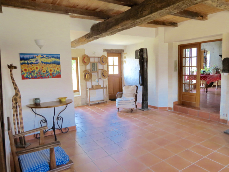 French property for sale in Saint-Savinien, Charente-Maritime - €551,200 - photo 4
