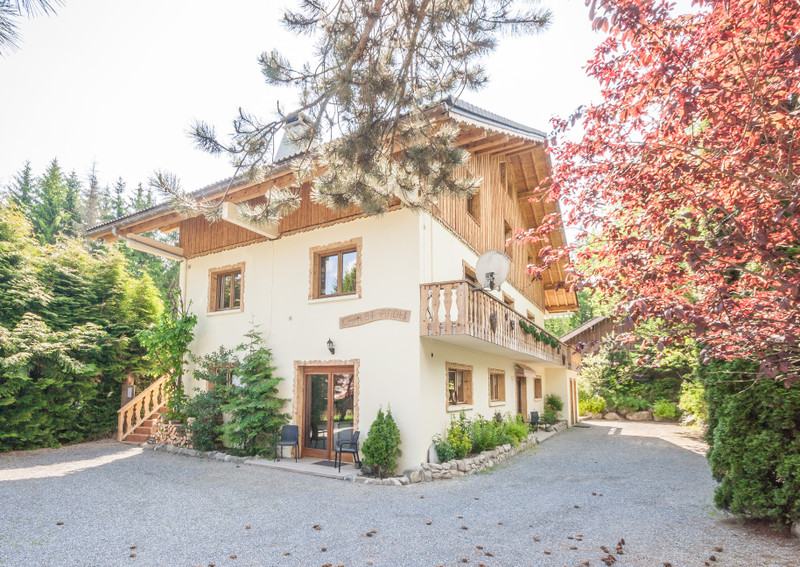 French property for sale in Essert-Romand, Haute-Savoie - €1,190,000 - photo 2