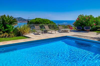 Luxury villa with sea views and swimming pool at Sainte-Maxime (Var, en Provence-Alpes-Côte d'Azur)