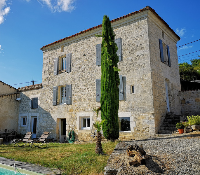 French property for sale in Mouthiers-sur-Boëme, Charente - €381,600 - photo 3