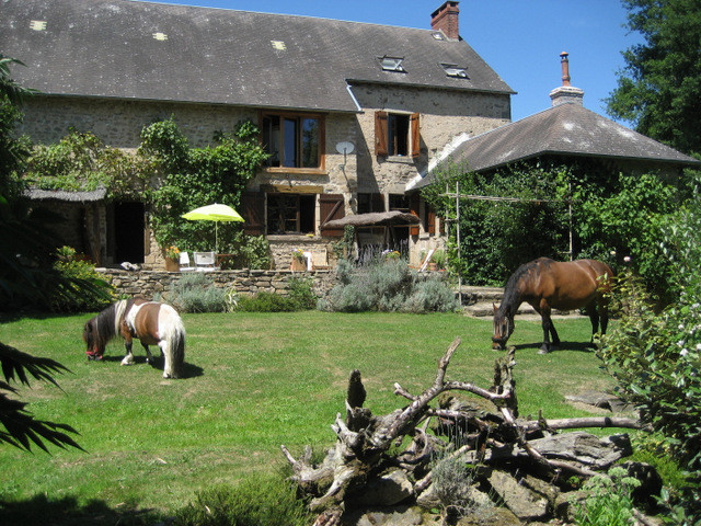 French property for sale in Crozant, Creuse - €214,000 - photo 2