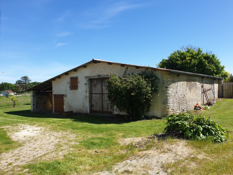 French property for sale in Saint-Maigrin, Charente-Maritime - €299,600 - photo 5
