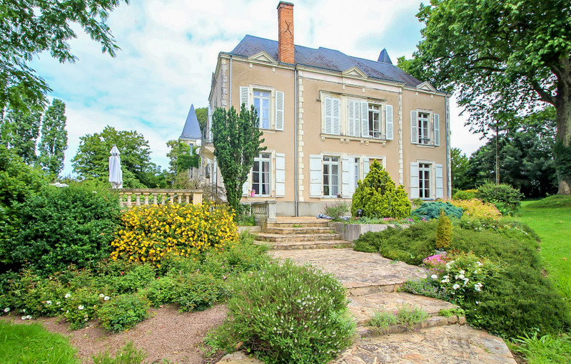 French property for sale in Entrammes, Mayenne - €848,000 - photo 3