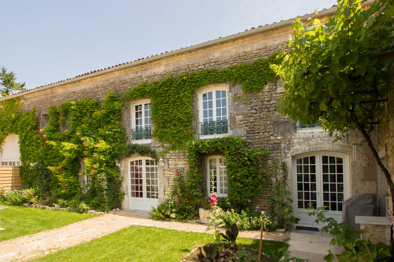 French property for sale in Angoulême, Charente - €572,250 - photo 8