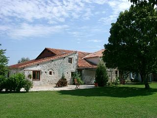 French property for sale in Les Essards, Charente - €599,000 - photo 3