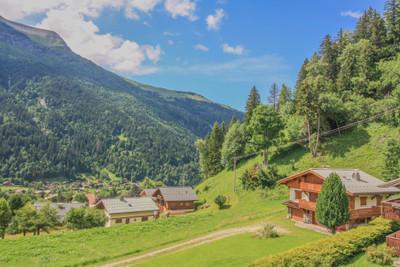 Chalet de ski à vendre (6 chambres et un appartement indépendant) situé aux Contamines avec vues magnifiques