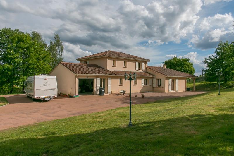 French property for sale in Saint-Saud-Lacoussière, Dordogne - €370,000 - photo 2