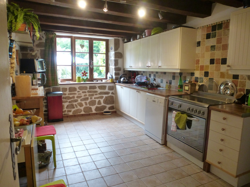 French property for sale in Crozant, Creuse - €214,000 - photo 4