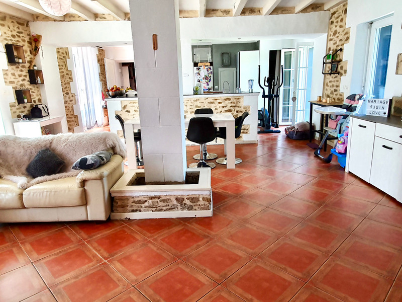 French property for sale in La Roche-Bernard, Morbihan - €250,000 - photo 2