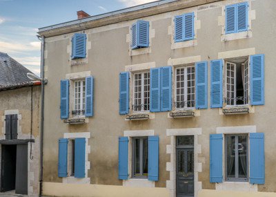 Sophisticated and tasteful bourgeois house, 6 bedrooms, garage, garden, outbuildings and small pool in popular market town.