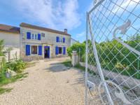 Jolie maison en pierre avec trois chambre et jardin clos