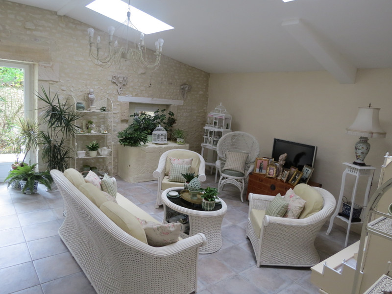 French property for sale in Montils, Charente Maritime - €318,000 - photo 5