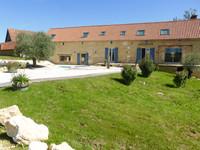 Maison de campagne (330m2) exquisément restaurée  avec deux granges en pierre, piscine et 3ha de prairie.