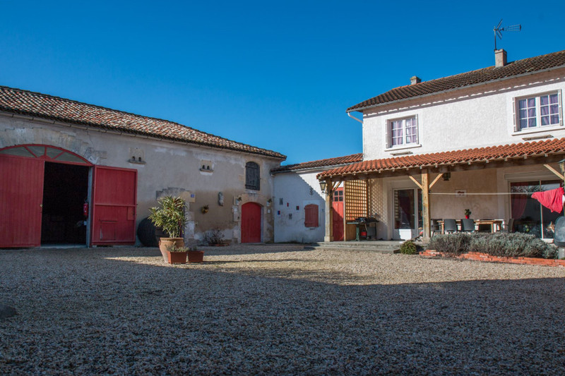 French property for sale in Barbezieux-Saint-Hilaire, Charente - €382,000 - photo 2