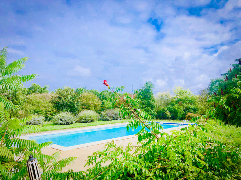 French property for sale in Saint-Pierre-d'Eyraud, Dordogne - €526,000 - photo 2