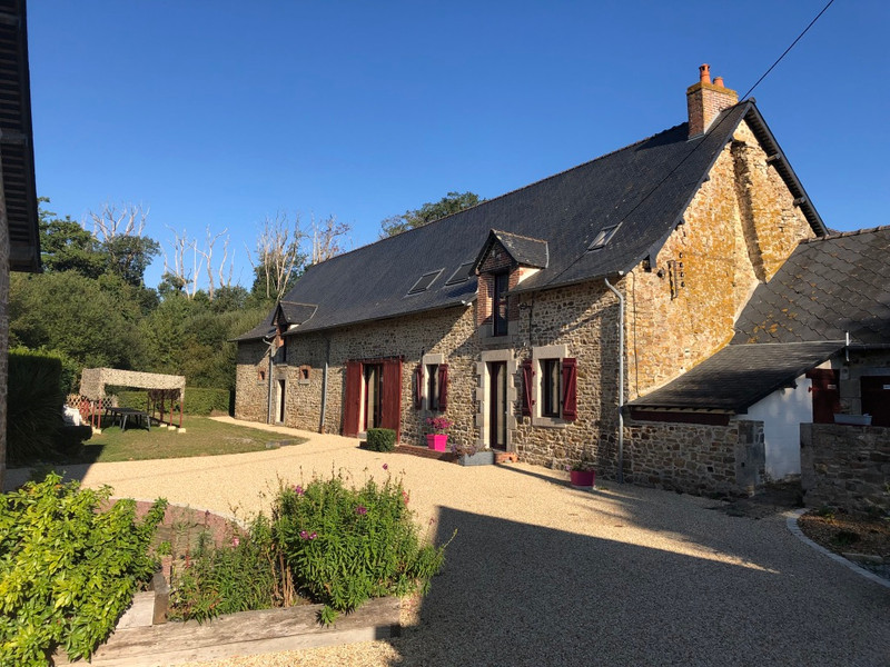 French property for sale in La Rouaudière, Mayenne - €1,033,500 - photo 3