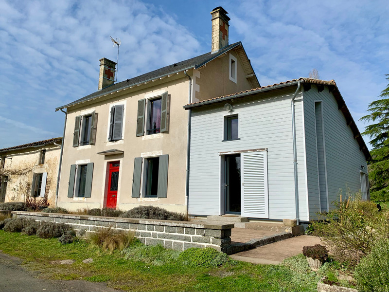 French property for sale in Niort, Deux Sevres - €659,000 - photo 2