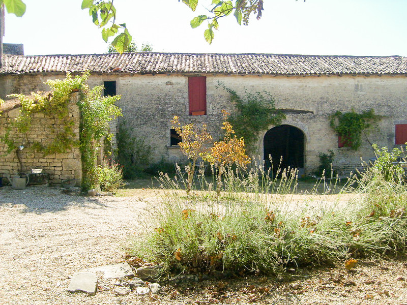 French property for sale in Contré, Charente-Maritime - €318,000 - photo 9