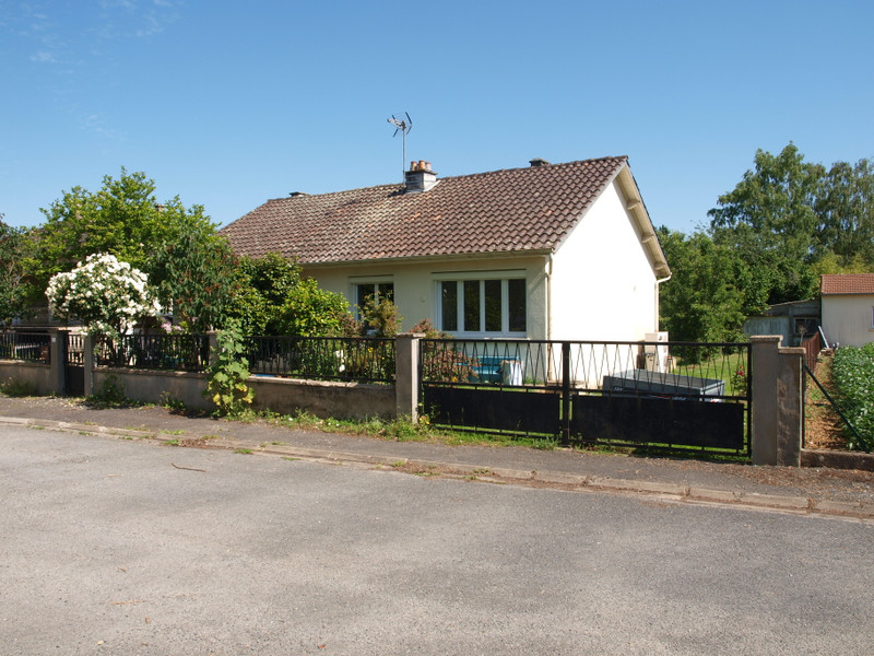 French property for sale in Rouillé, Vienne - €125,350 - photo 2