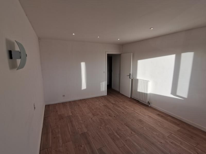 French property for sale in Vernoux-en-Gâtine, Deux-Sèvres - €404,000 - photo 9