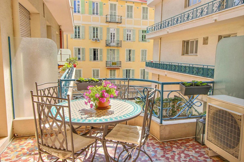 French property for sale in Nice, Alpes-Maritimes - €425,000 - photo 2
