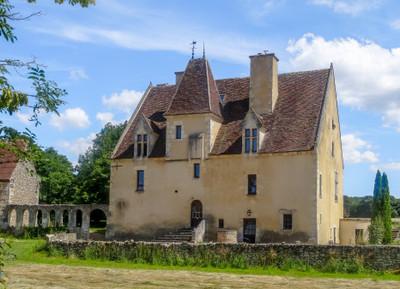 Parc Naturel du Perche, Manoir noble dont l'histoire est connue depuis le XVe siècle. Emplacement privilégié, a 15m de Nogent le Rotrou et gare SNCF Paris (1h30).