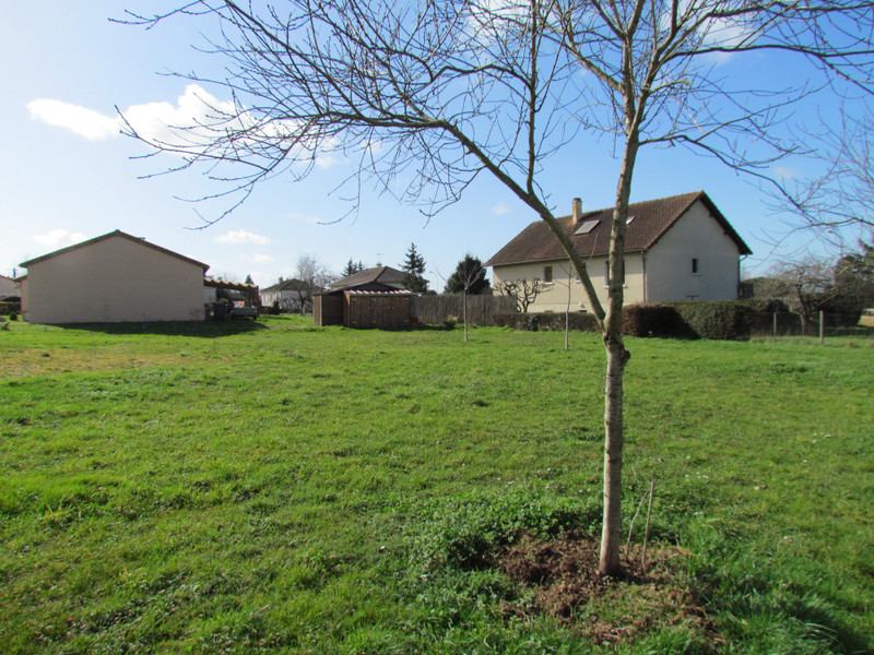 French property for sale in L'Isle-Jourdain, Vienne - €24,600 - photo 3