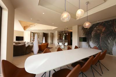 Ramatuelle, villa contemporaine, vue degagée, piste helicoptère.